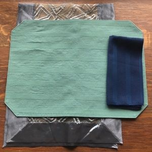 Bundle napkins & placemats & one table runner